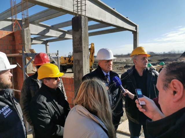 "Župan Galić obišao gradilište infrastrukturnog projekta ""Drvno-tehnološki centar Slavonski hrast"""